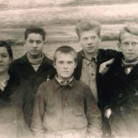 Владимир Тендряков с одноклассниками