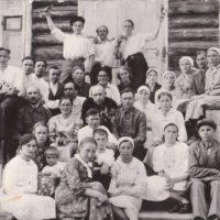 Выпуск в Подосиновской школе – 1941 г. Владимир Тендряков – 3-й ряд, 1-й слева