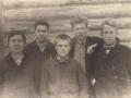 Редколлегия школьной стенгазеты при Подосиновской средней школе.  1939 г.  Владимир Федорович Тендряков - первый справа.